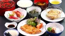 夕食は新潟・妙高の食材を使ったあったかい家庭料理を日替わりでお出しいたします