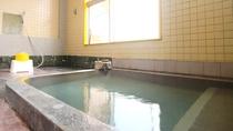 """赤倉温泉の大浴場(女湯)。天然温泉の証""""湯の花""""が舞うこともあります。"""