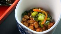 朝食 納豆の野沢菜昆布のせ