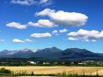 ホテルから見える十勝岳連峰