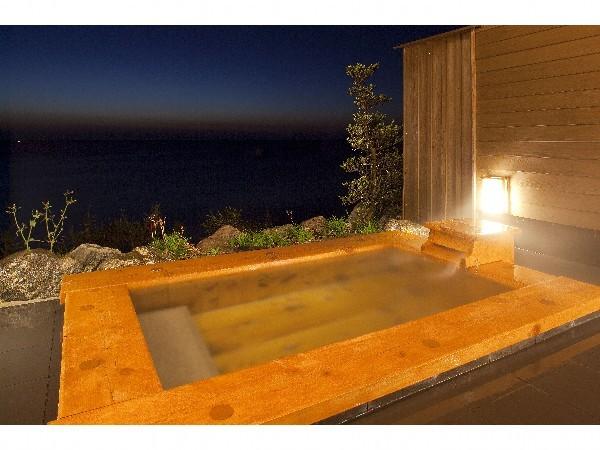 桧の露天風呂でゆったりと