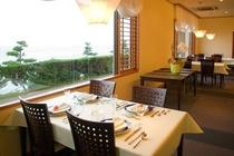 太平洋を見ながら食事ができるレストラン