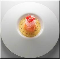 天使のエビのカルパッチョ サフランのソース