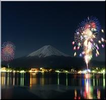 冬花火と富士山