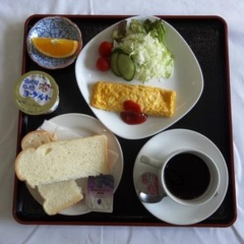自家栽培のトマトを使ったサラダ付きの洋朝食です!※日によって内容が異なります。
