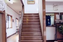 階段を抜けて客室へ