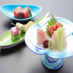新鮮な野菜がさらににおいしく!!出しが決め手♪シメにうどんも合いますね♪かも鍋コース♪