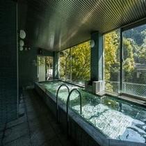 広々とした大浴場で落ち着いた空間で寛げる男性風呂