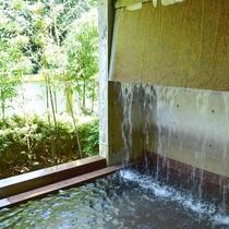 純重曹泉がたっぷり湧き出る天然温泉。女性露天風呂