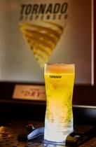 カップの底からビールが湧き上がるビールサーバー「トルネード」