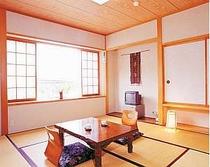 8畳の広い和室3