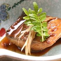 【料理一例】季節な鮮魚を煮付けでどうぞ