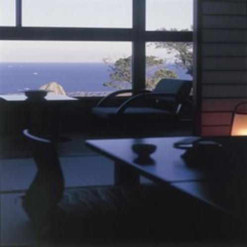 お部屋からの眺め。左、伊勢湾。右、太平洋の絶景がひろがります…空気の澄んだ日には、富士山も…