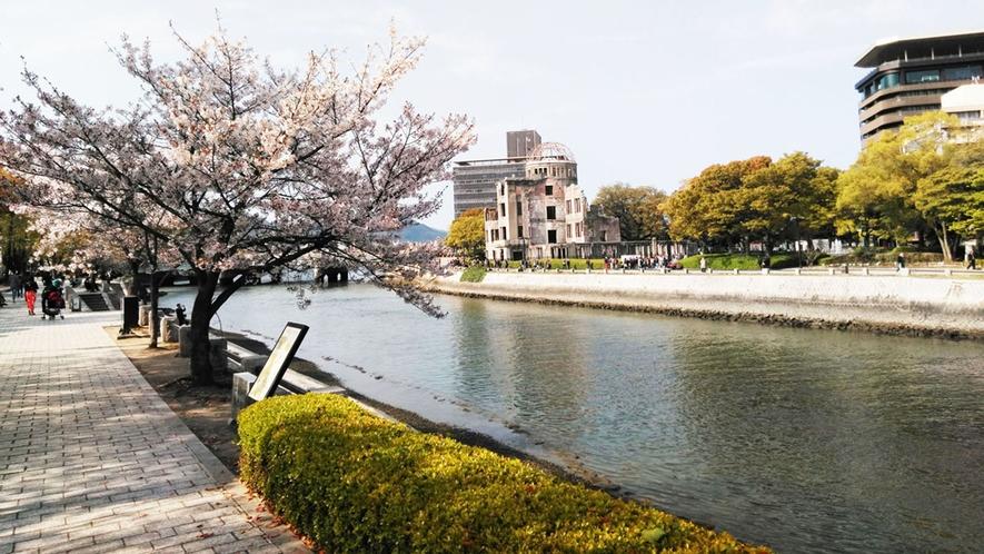 ・原爆ドームと桜