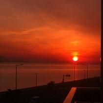 西館から眺める秋の夕日