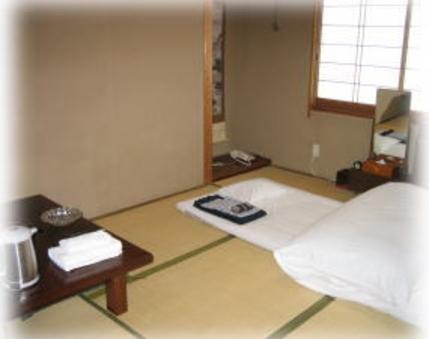 和室6畳(バス・トイレ共同)◇羽毛布団◇館内浴場使用◇禁煙◇