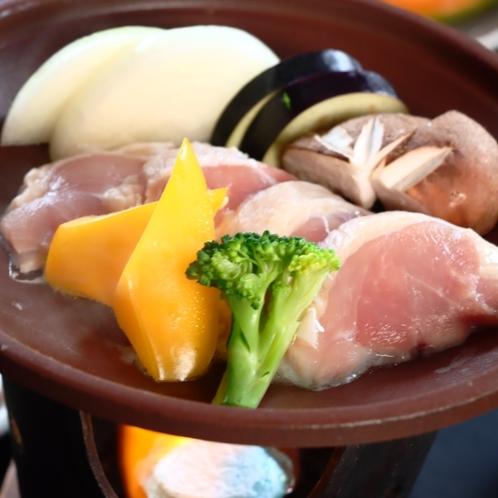 【リーズナブル】鶏肉の陶板焼き