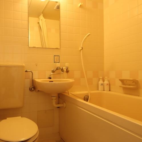 【和室8畳】バス・トイレ有り。