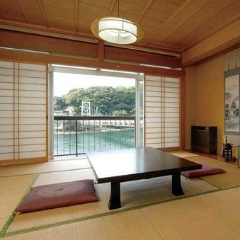 浜名湖が一望できる和室(トイレ付き)