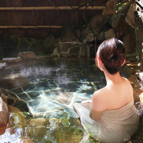 【野趣あふれる露天風呂】竹亭の湯郷最古の露天風呂で、鄙びた竹林の情緒をお楽しみください。