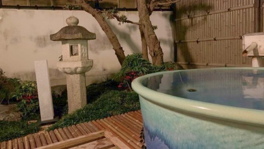 【露天風呂付客室】信楽焼きのお風呂(ブルー)