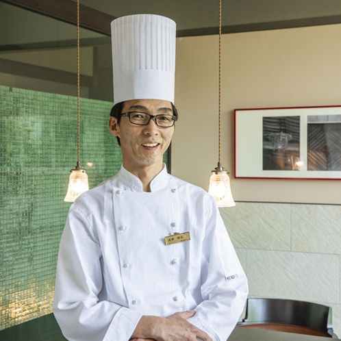 【洋食料理長】遠藤慎也・・・約30年にも及ぶキャリアを持つベテランシェフ。