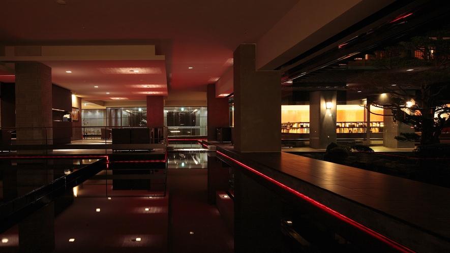 【1Fフロア】スタイリッシュな雰囲気とワモダンが調和した館内。