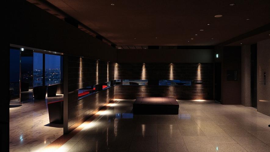 【SKY SALON BOUKYOU】大浴場の入り口横にある寛ぎの空間。お連れ様との待ち合わせ場所に