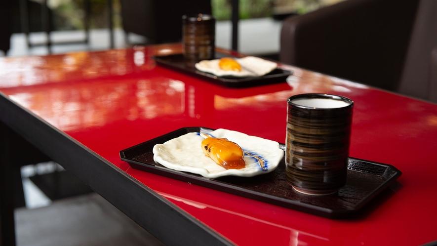 【ウォーターサイドカフェ YUGEN】地元の老舗和菓子店「銀月」のおだんごでおもてなし致します