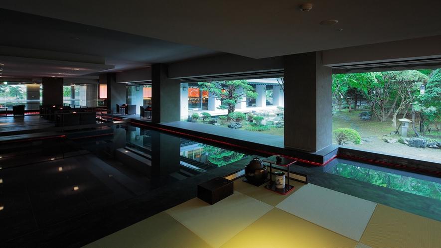 【茶室 夢窓庵】スイリッシュな意匠が印象的なウォーター・サイド・カフェの一角に、水盤に浮かぶ異空間
