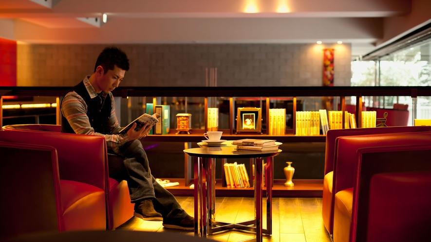 【のぐち文庫】お好みの本は、バーやラウンジでご自由にお読みいただける他、お部屋にもお持ちいただけます