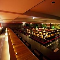 【1Fフロア】水盤のまわりにカフェ、ライブラリー、茶室を備えたモダンなフロア。