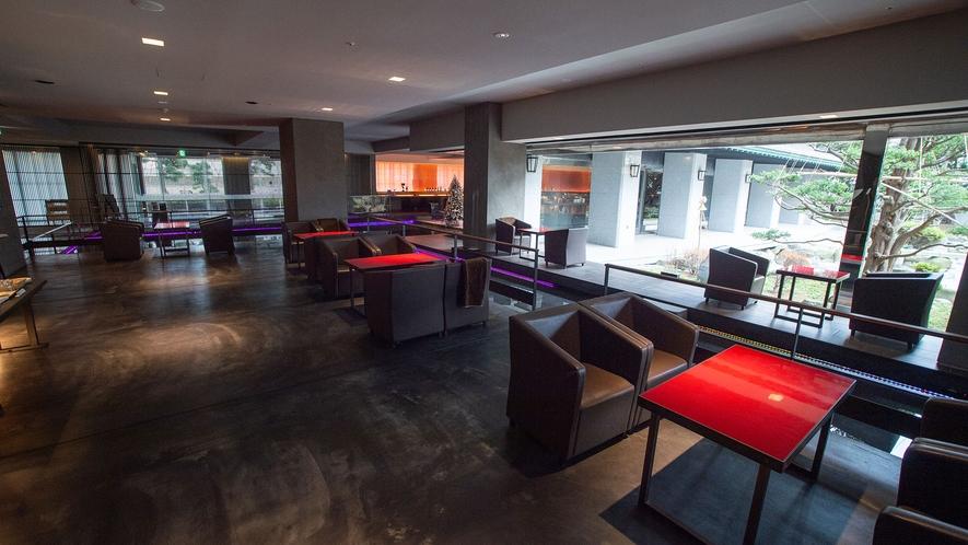 【ウォーターサイドカフェ YUGEN】間接照明と広いプライベート空間で周囲を気にせずお過ごし下さい