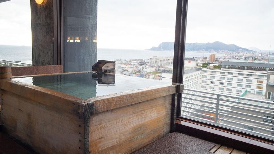 【展望大浴場】夕刻や朝方に見られる景色は、お湯の心地よさと相まって、ついつい長湯を誘いを誘います。