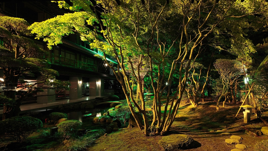 【日本庭園】夜はライトアップされます。