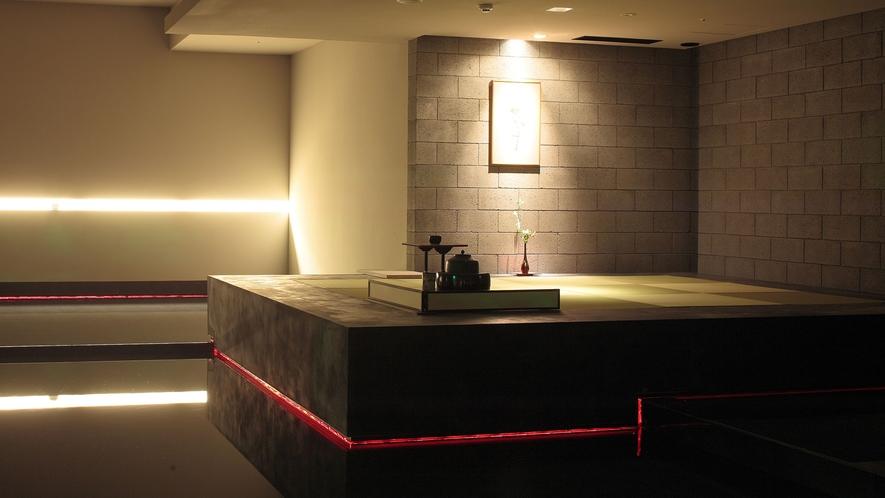 【茶室 夢窓庵】スイリッシュな空間に溶け込む。日本伝統の趣を感じる。