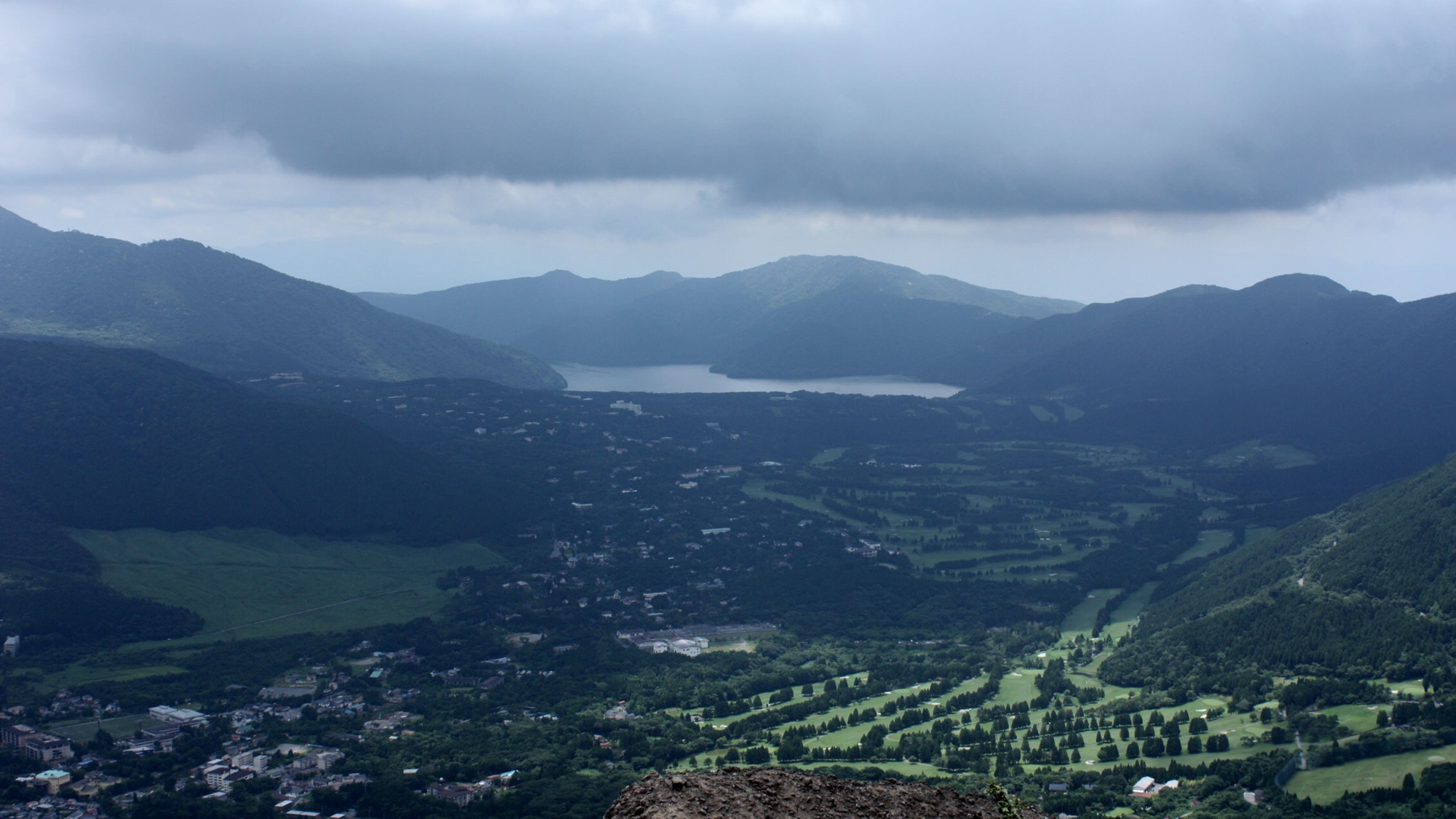 *【周辺観光】手前に仙石原の街並み、奥には芦ノ湖見渡せます。