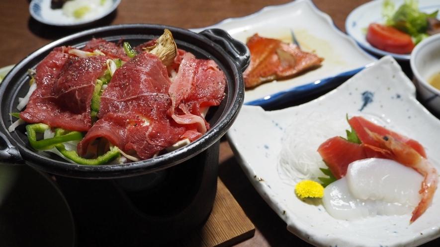 *【食事一例】夕食のメインは旨味が染み込んだ牛肉の陶板焼き♪