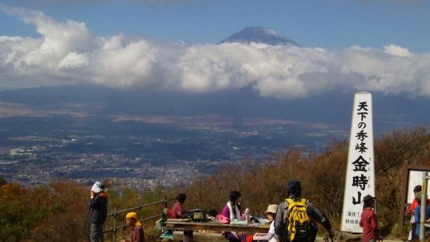 *【金時山】天気が良ければ、遠くに富士山を望む事ができます。