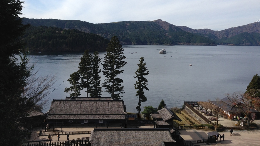 *【周辺観光】箱根関所跡と芦ノ湖の風景。