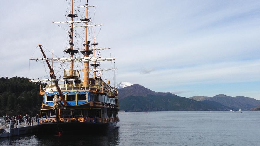 *【周辺観光】芦ノ湖は当館から車で約30分。遊覧船があり、フリーパスでも巡れます。
