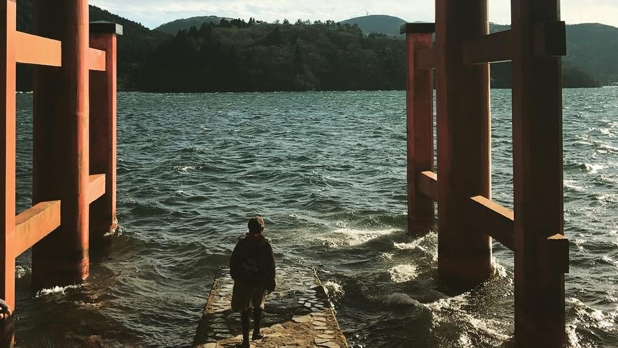 *【周辺観光】箱根神社の鳥居からの芦ノ湖が見れます。