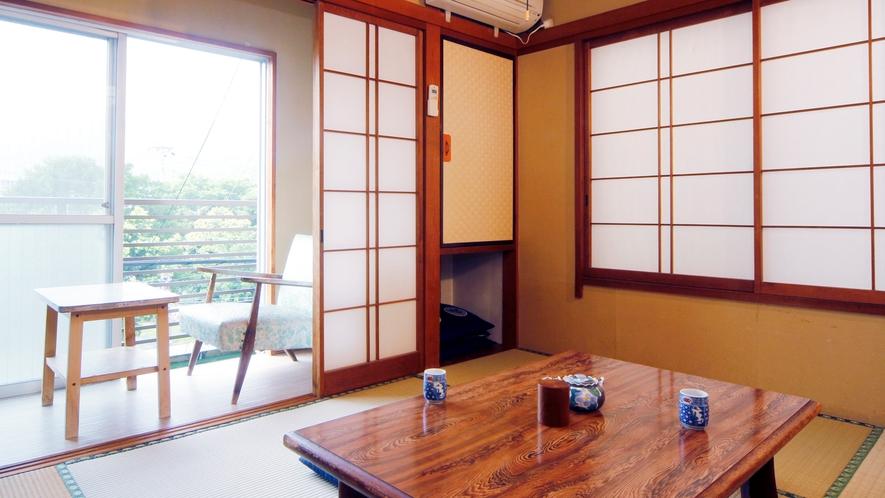 山側和室6畳 広縁付きの明るいお部屋です。