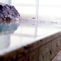 湧き出る伊豆の名湯・宇佐美温泉を、源泉掛け流しでご堪能ください。