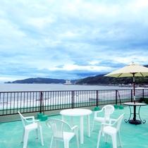 屋上は、広大な海のパノラマが広がる特等席!