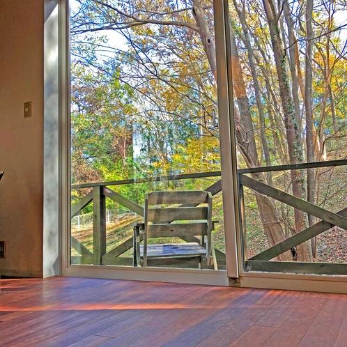 食堂の窓です。お食事と景色、お楽しみください。
