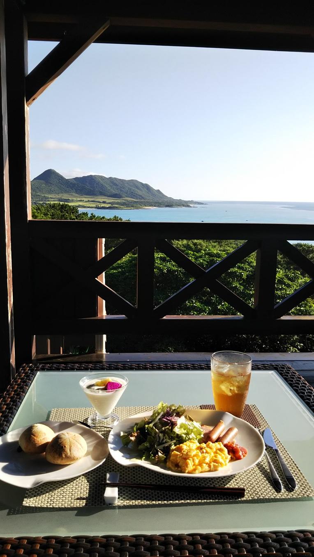 テラスで朝ご飯