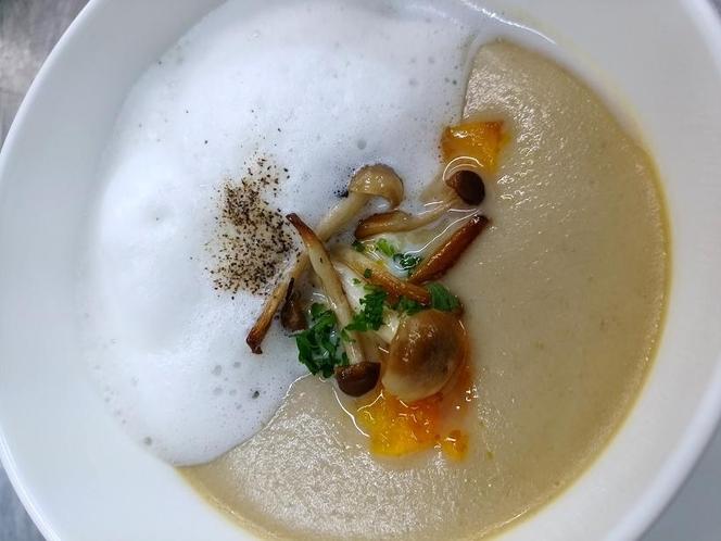 島豆腐とカリフラワーのスープ カプチーノ仕立