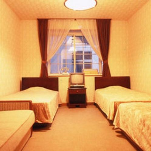 洋室3ベッド+ソファベッドのお部屋 グループやファミリーでワイワイお過ごしいただけます♪
