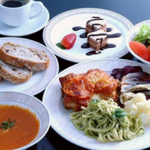 お夕食(一例)肉料理を中心としたセミコース。 ちょっとこだわったお料理の数々をお楽しみ下さい